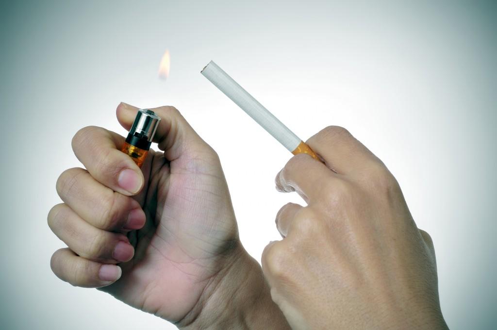 Fumar mientras se está lactando puede provocar falta de sueño en la mamá y el bebé